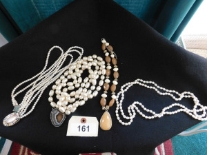 4 piece costume jewelry lot necklaces